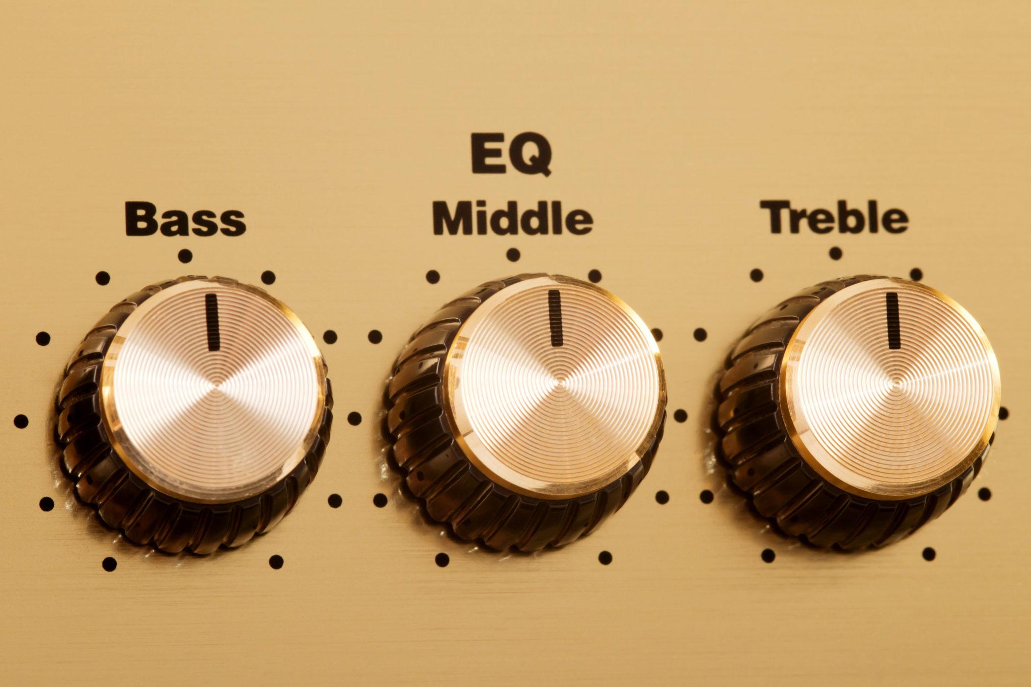 EQ avec réglages Bass Mid High