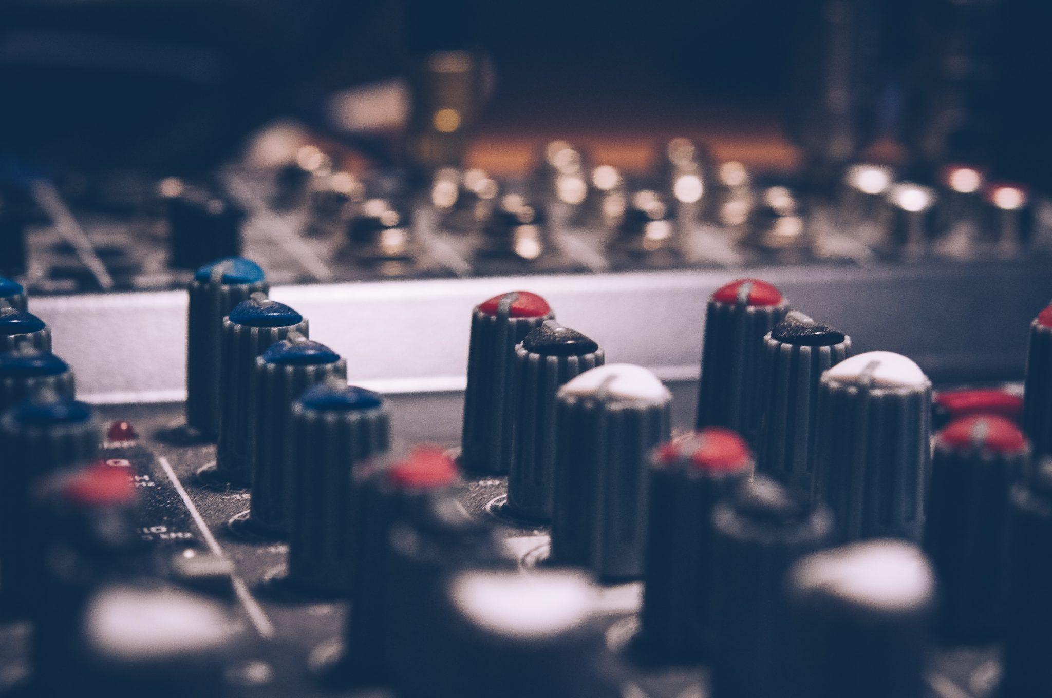 utilisation des EQ sur une console de mixage